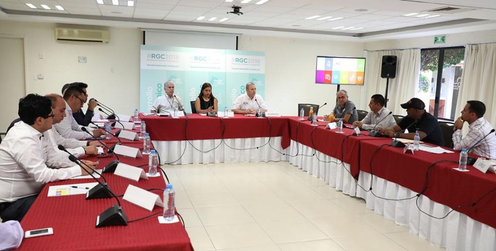 Rodrigo Gayosso acude a mesa Desarrollo económico con visión empresarial