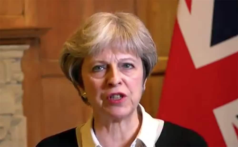 """Es una señal sobre el uso """"impune"""" de armas químicas: Theresa May"""
