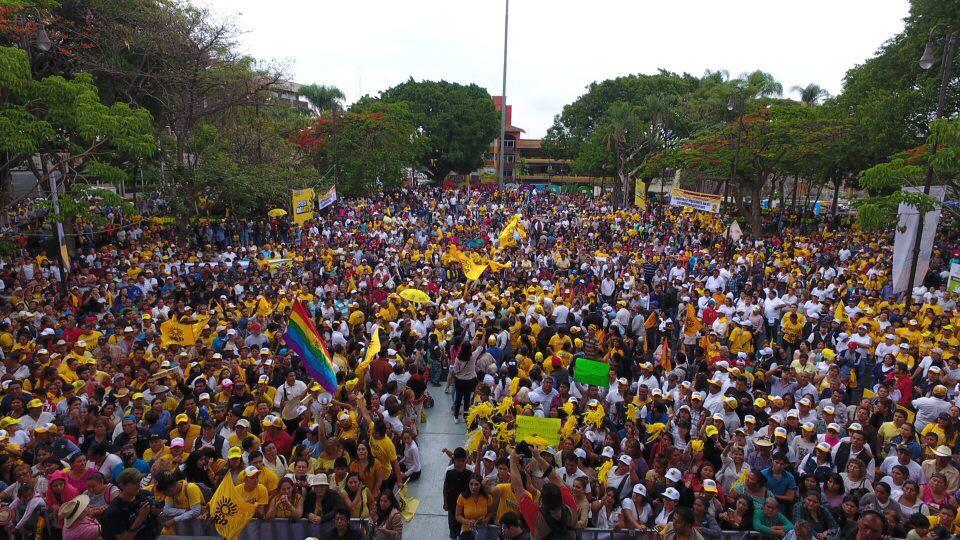Marchan 40 mil en aniversario del PRD