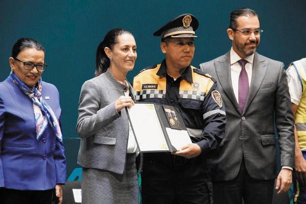 HONOR. El policía Gerardo Suárez, quien detuvo a Esperanza