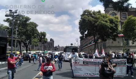 Empujan_ambulantes_reforma_marcha