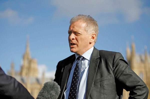 LEGISLADOR. Phillip Lee decidió cambiar de partido para no apoyar las intenciones de Boris. Foto: REUTERS