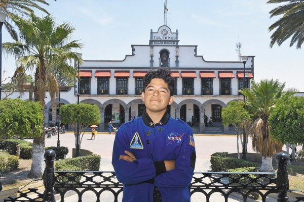 DEDICADO. Jonathan es estudiante de Ingeniería en Aeronáutica. Foto: Daniel Ojeda
