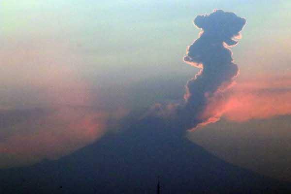 Volcan_Popocatepetl_explosion_Columna_Fumarola_Ceniza_Puebla