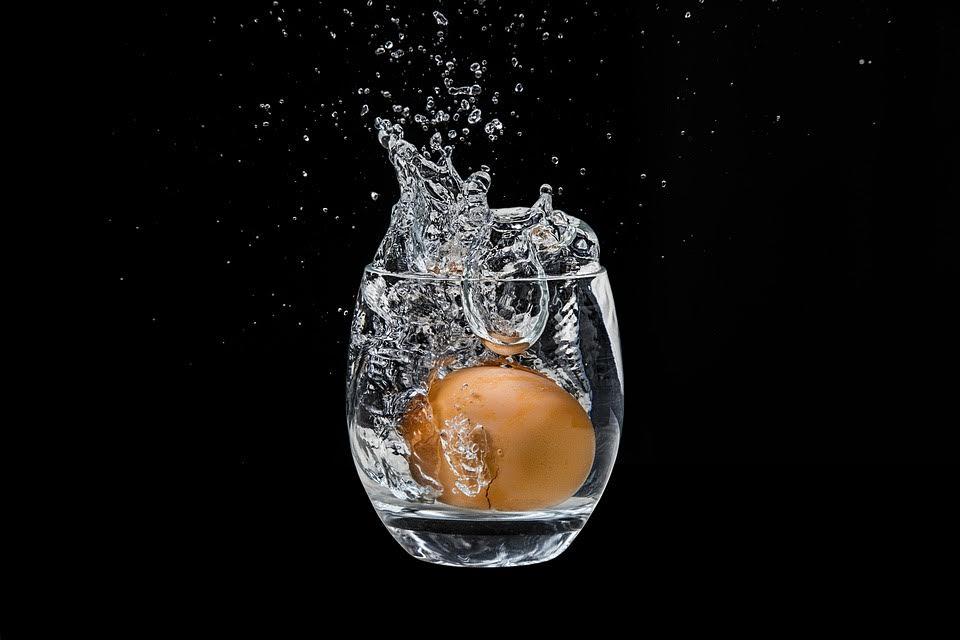 Verificar la frescura de un huevo