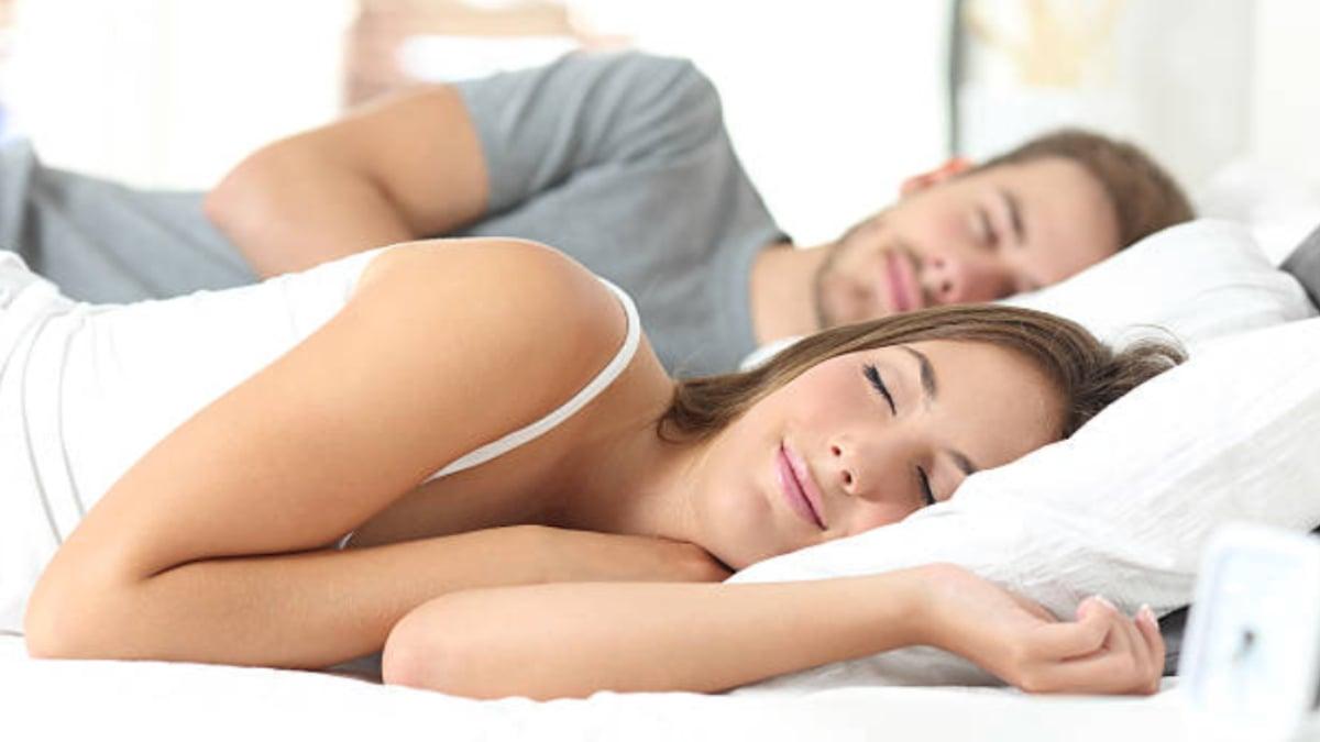 beneficios de dormir en pareja