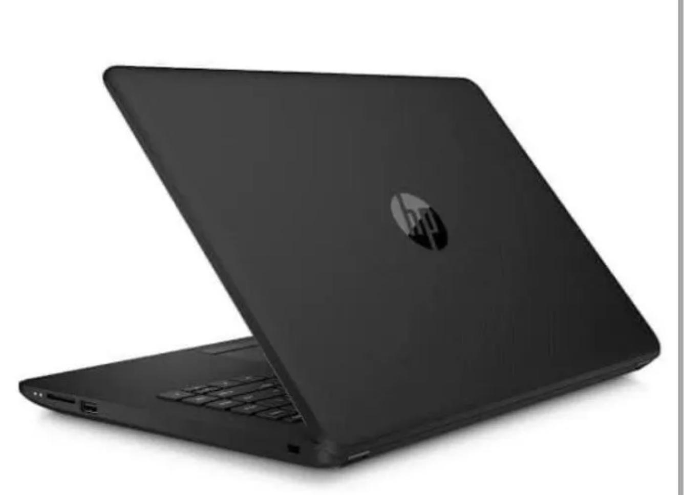 Computadora de color oscuro