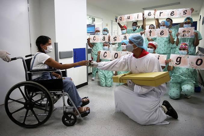 Propuesta de matrimonio original en hospital COVID-19
