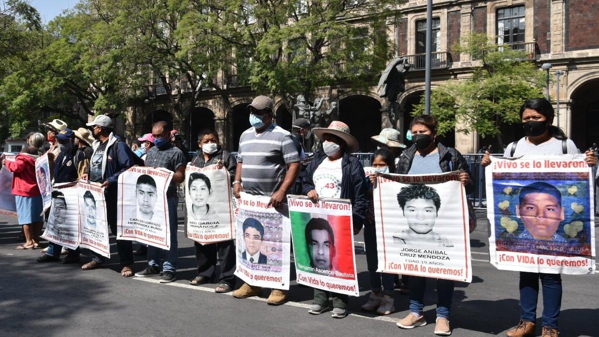 manifestacion-familiares-ayotzinapa-suprema-corte-justicia-protesta-bloqueo